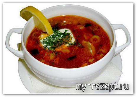 Solyanka-s-grenkami-iz-chernogo-hleba