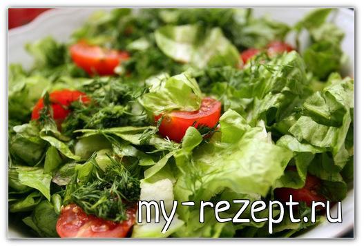 Салат из свежей зелени с помидорами черри