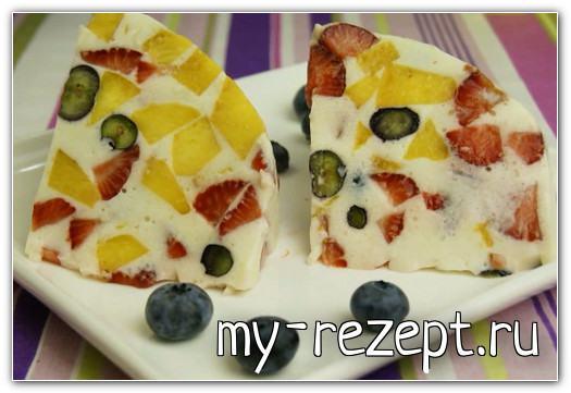 торт желе с фруктами и ягодами